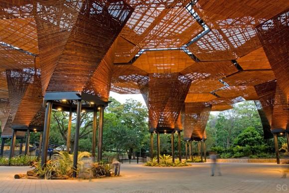 Orquideorama del Jardín botánico de Medellín, uno de los principales hitos urbanos de Medellín. Image © Sergio Gómez (SG)