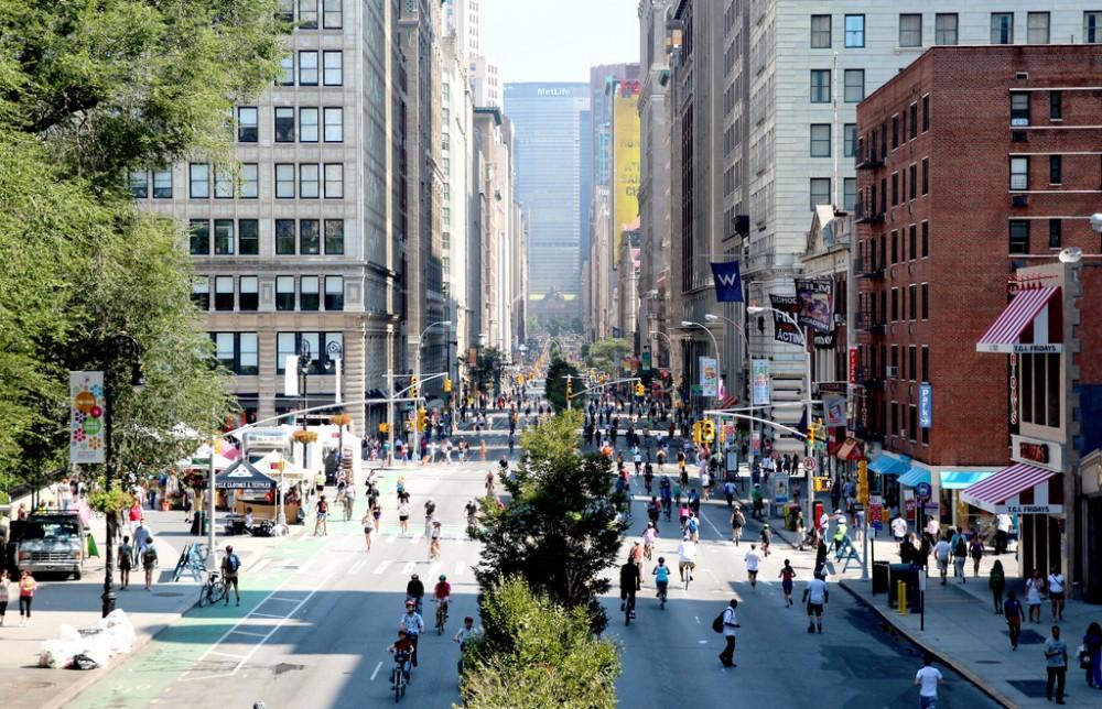 """Programa """"Summer Streets"""", realizado en 2011 en Nueva York. © NYCDOT, vía Flickr."""