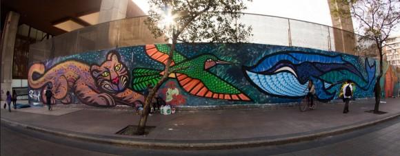 Mural de Telly, afuera del Centro Cultural Gabriela Mistral en Santiago