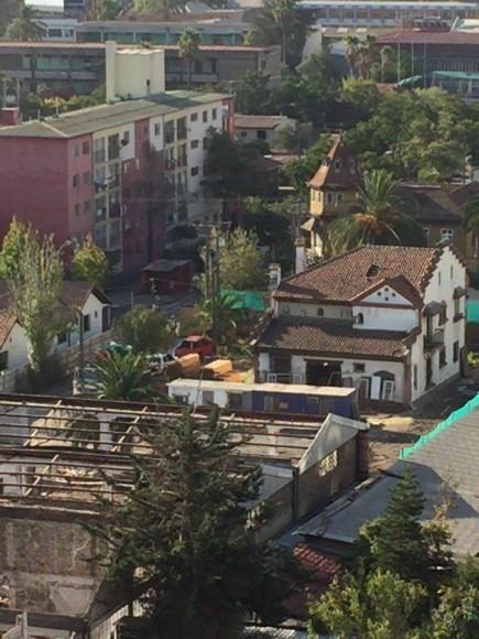 Inicio de demolición en casas de calle Álvarez de Toledo, San Miguel. Cortesía Patrimonio Santiago Sur.