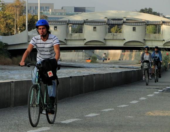 De manera simultánea al Foro, se abrió la ciclovía del Mapocho Pedalelable, a un costado de este emblemático río y que busca promover su recuperación como espacio de público y de movilidad.