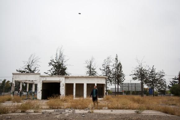 Locación Ex aeródromo Cerrillos. Artista: Abraham Cruz Villegas. © Angelina Dotes