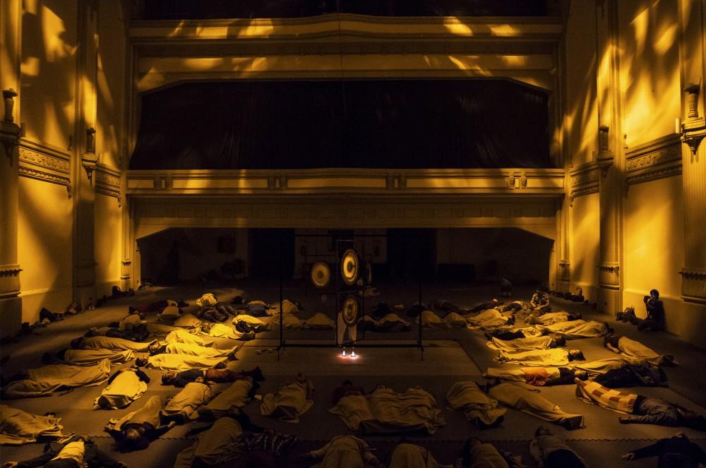 Locación: Teatro Novedades. Artista: Javiera Peón Veiga. Obra: Gong. © Angelina Dotes