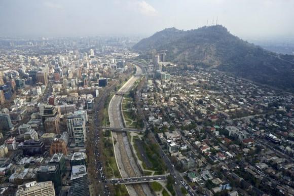 Vista del río Mapocho y el Parque Metropolitano de Santiago. © alobos Life, vía Flickr.