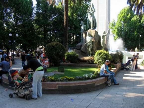 Plaza Aníbal Pinto, Temuco. © Carlos Lowry, vía Flickr.