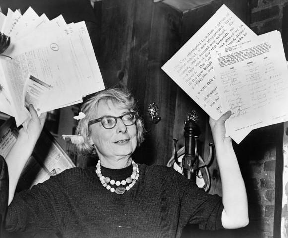 Jane Jacobs en 1961. Fotografía vía Wikipedia.