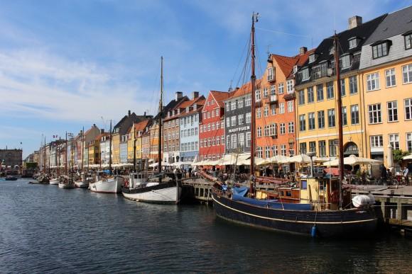 Paseo marítimo Nyhavn, en Copenhague, Dinamarca. © hybrid-moment, vía Flickr.