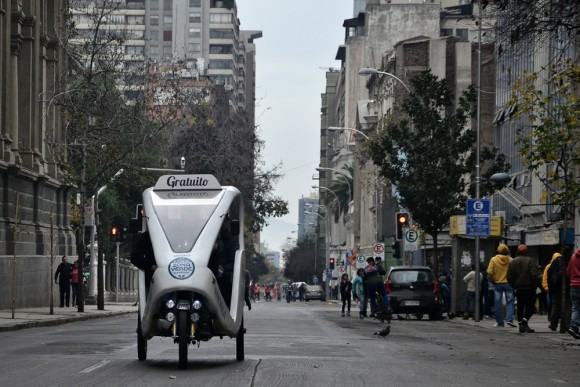 Bmov-Trici en Santiago centro. © Mara Daruich, fotógrafa IMS.