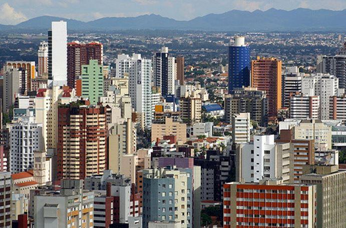 Curitiba. Vía Flickr Commons. Usuario: BabyDinosaur. Licencia: CC BY-NC 2.0