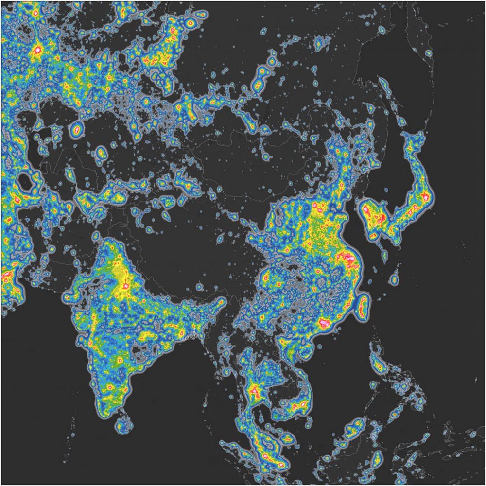 Mapa del brillo en Asia. © Elaborado por Fabio Falchi et al. Sci Adv 2016;2:e1600377. Publicado en AAAS. CC BY-NC