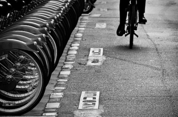 Bicicletas públicas en París vía © Flickr Commons Usuario Sergio Patiño Licencia CC BY-NC-ND 2.0
