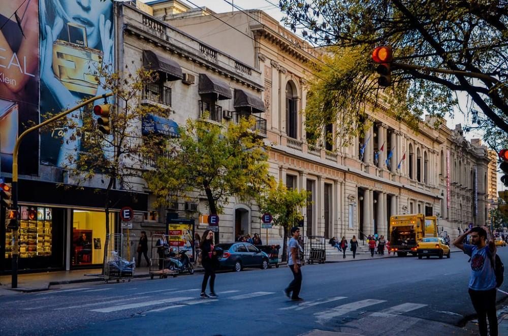 Avenida Vélez Sarsfield en Córdoba, Argentina. © Flickr Usuario: Javier Abramov. Licencia CC BY 2.0