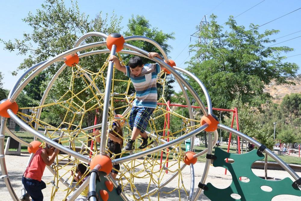 Nuevos juegos infantiles en el Parque Metropolitano Sur, Cerros de Chena, San Bernardo. © Flickr Usuario: Intendencia Metropolitana