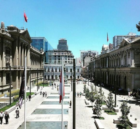 Plaza Montt-varas frente al Palacio de los Tribunales de Justicia, Santiago. Instagram Usuario:  @jotasanchezeta vía @santiagodechile