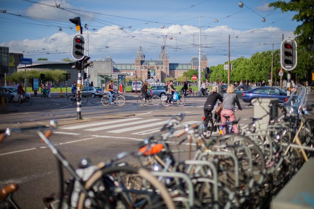 Ciclistas en Amsterdam © Flickr Usuario: Christian Lendl. Licencia CC BY 2.0