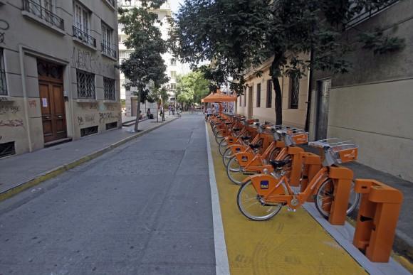 Estación de Bikesantiago en Bellas Artes. © Flickr Usuario: Municipalidad de Santiago. Foto por Luis Hidalgo. Licencia CC BY-NC 2.0.