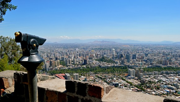 Vista desde el cerro San Cristobal, Santiago. Flickr Usuario: © SCFiasco. Licencia CC BY-NC-ND 2.0