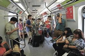 Musicos callejeros Metro de Santiago