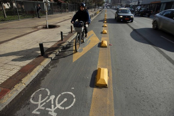 Calle Portugal, Santiago. © Flickr Usuario: Municipalidad de Santiago. Licencia CC BY-NC 2.0. Fotógrafo: Luis Hidalgo