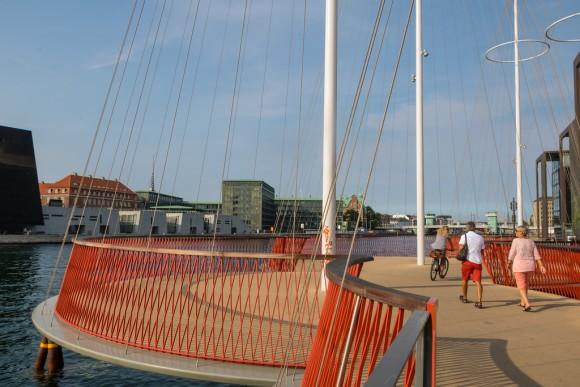 Puente Cirkelbroen, Copenhague © Flickr Usuario Infomastern. Licencia CC BY-SA 2.0