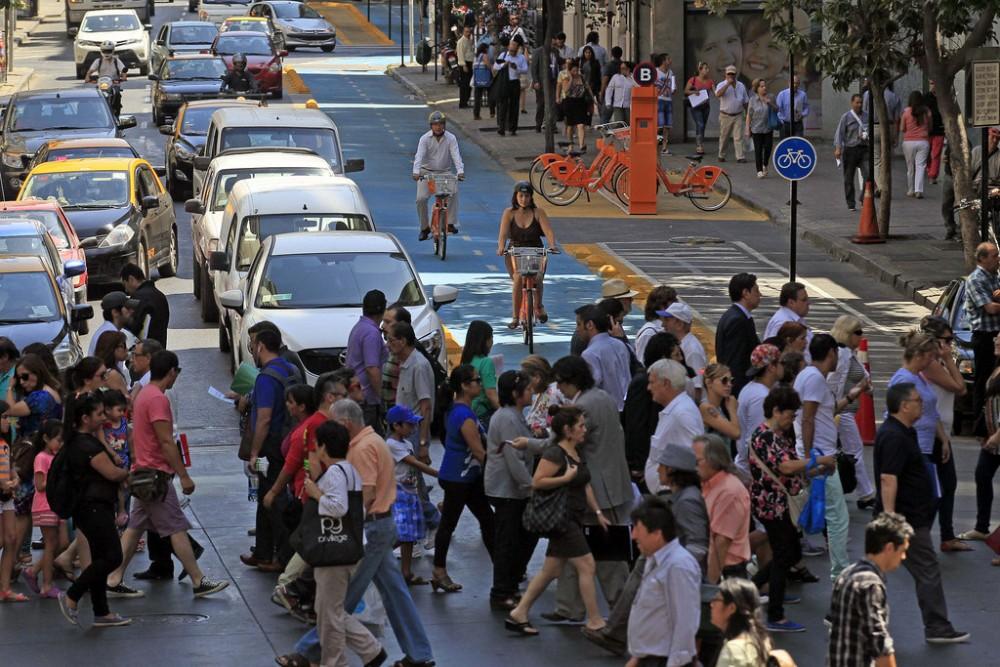 Calle Teatinos, Santiago. © Flickr Usuario: Municipalidad de Santiago. Licencia CC BY-NC 2.0