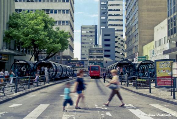Curitiba Brasil Flickr Usuario Cris Valencia Licencia CC BY 2.0