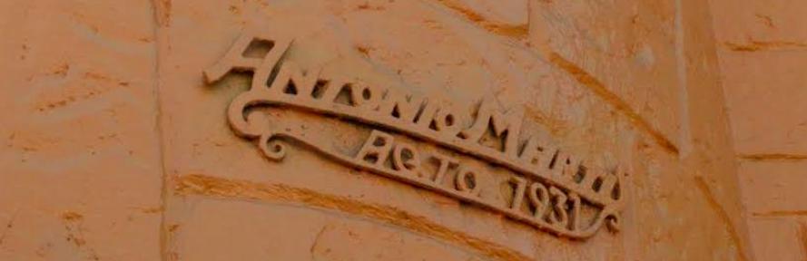 Detalle firma del arquitecto en el Estadio Santa Laura. Cortesía de Independencia Cultural para Plataforma