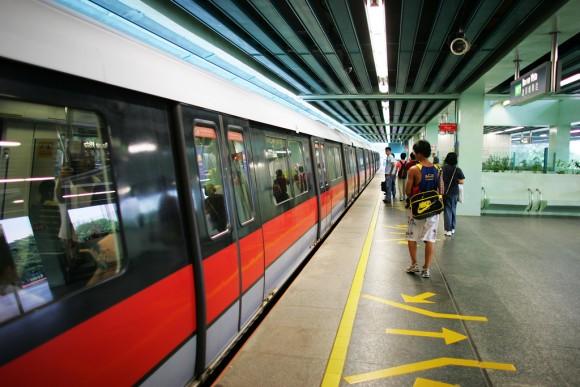 Metro Singapur Flickr Usuario Lucian Teo Licencia CC BY-NC 2.0