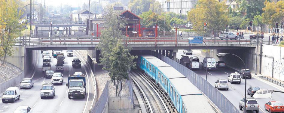 Autopista Central metro Santa Ana