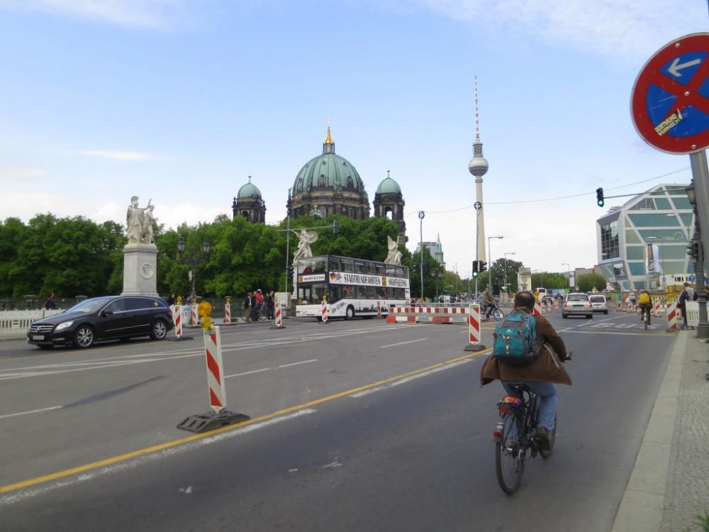 Berlin Unter den Linden Flickr Usuario Alper Çuğun Licencia CC BY 2.0