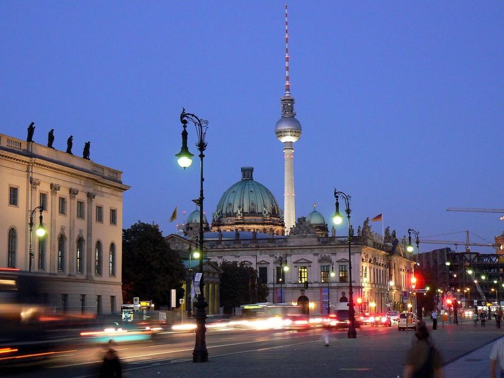 Unter den Linden, Berlín. Usuario Wikimedia Commons: VollwertBIT. Licencia CC BY-SA 3.0