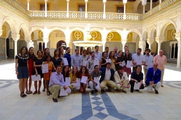 Entrega de certificados a los participantes. Image Cortesía de Premio Rafael Manzano Marto