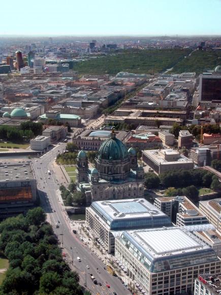 Unter del Linden, Berlín. Wikimedia Commons Usuario: Nath el Biya:Niels. Licencia: CC BY-SA 2.0