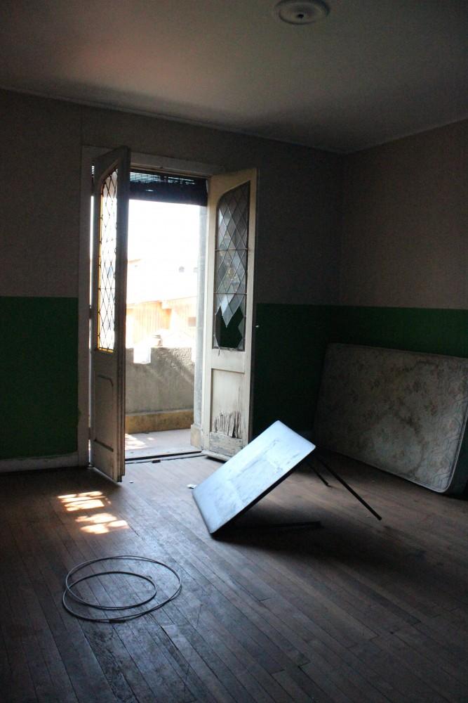 José Domingo Cañas Nº 923. Habitación con balcón, segundo nivel. © Andrés Morales Zambra