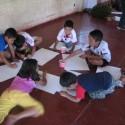 Niños dibujando propuesta de plaza. Cortesía Equipo para Plataforma Urbana