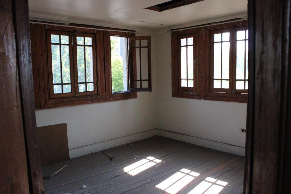 José Domingo Cañas Nº 901. Habitación en el tercer nivel, junto al desván. © Andrés Morales Zambra