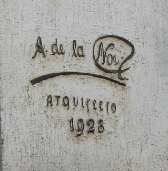 José Domingo Cañas Nº 901. Firma del arquitecto Alejandro de la Noi, 1928. © Andrés Morales Zambra