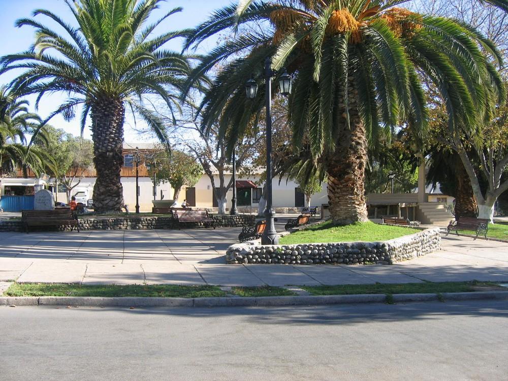 Plaza de Armas, Canela Bajo © Wikimedia Commons Usuario: Gonnzalo2010 Licencia: Dominio público.