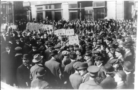 Manifestación de los Trabajadores Industriales del Mundo (IWW, por su sigla en inglés) en Nueva York, 1914. Image © Wikipedia Commons usuario: Bkwillwm, bajo dominio público