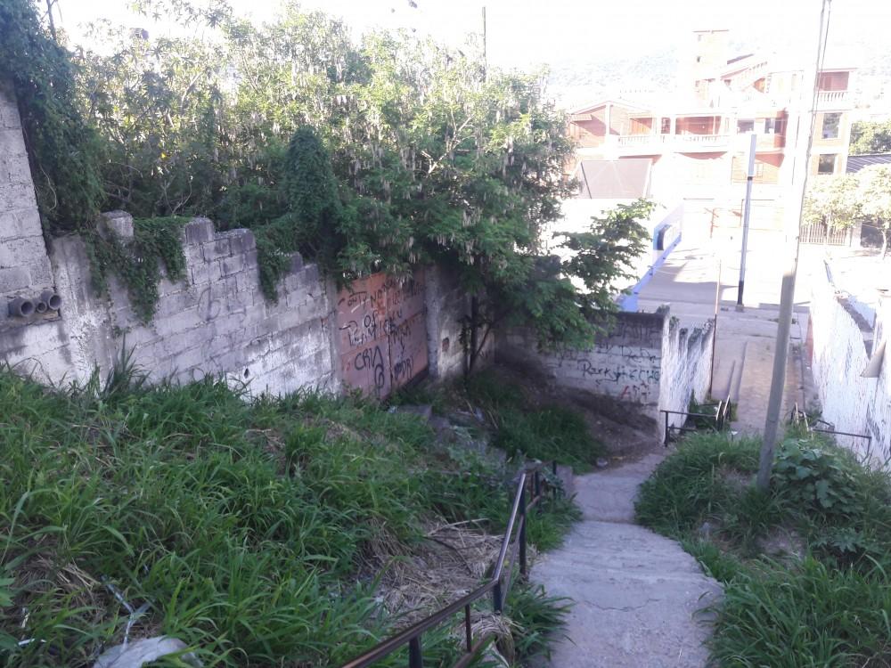 Acceso a las escaleras que une el Barrio Alto Gorrti con el Barrio Bajo Gorriti.2.016.