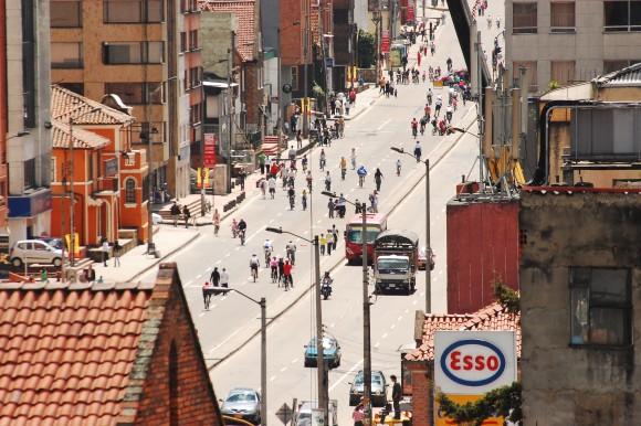 Ciclistas en Bogotá en 2009. Image © Nathaa [Flickr], bajo licencia CC BY-NC 2.0