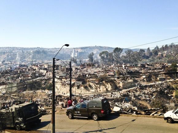 Incendio Valparaíso 2014 (Imagen de referencia). Wikimedia Commons usuario: © Gobierno de Chile. Licencia CC BY 3.0 CL