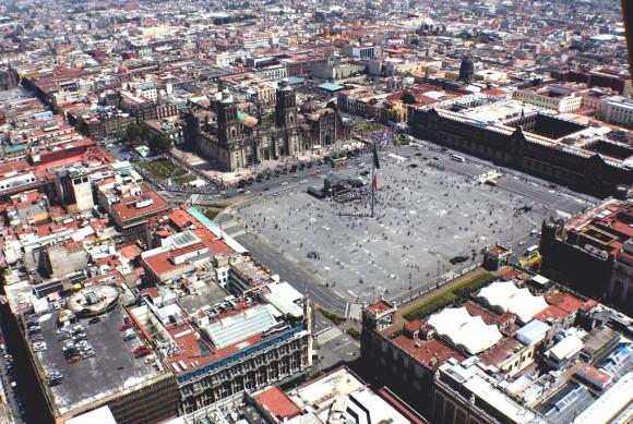 Zocalo Ciudad de Mexico Flickr usuario Comefilm Licencia CC BY-SA 2.0