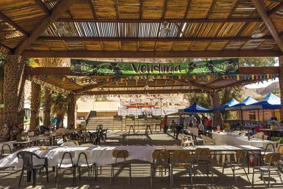 Guía Aymara: Plaza de Codpa (Chile). La plaza como centro de todos los eventos locales.. Image © Claudio Albarrán + Raúl Arancibia / Ministerio de Obras Públicas (MOP) de Chile. Dirección de Arquitectura
