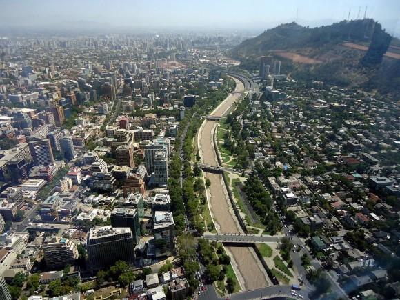 Rio Mapocho, Santiago. © Wikimedia Commons usuario: Alvareznelson. Licencia CC BY-SA 4.0