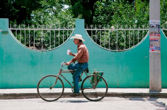 © Luis Fernando Torres / Editorial El Caminante. La Vuelta al Mundo en 80 Bicicletas